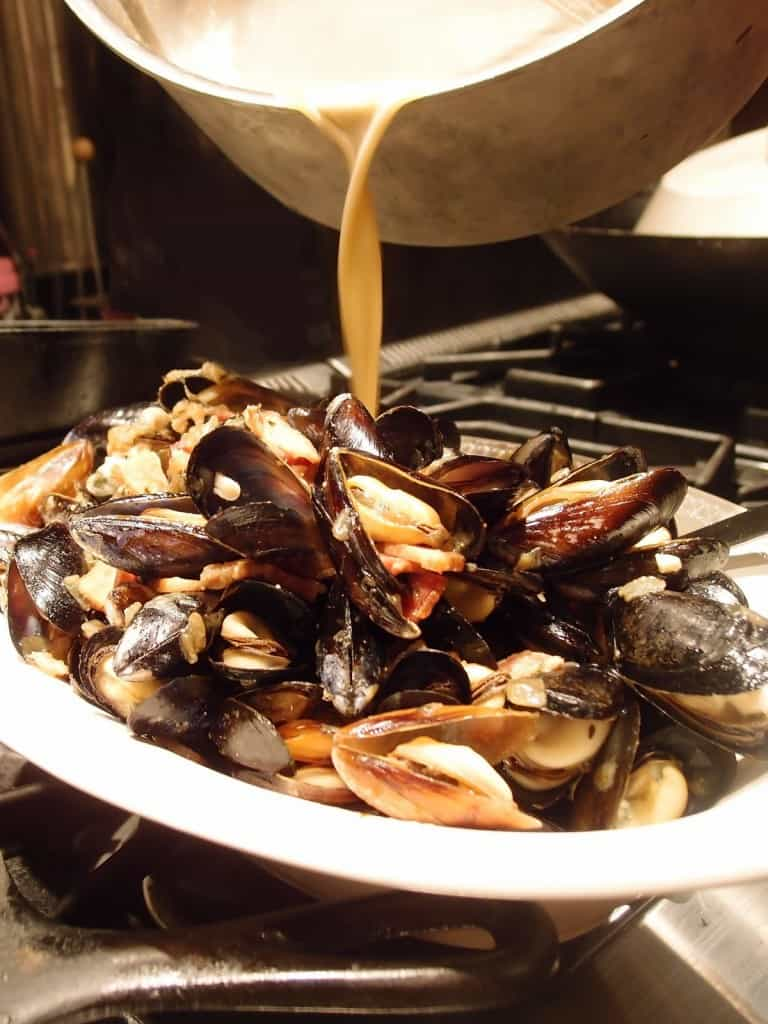 Mussels with Bacon, Thyme and Onion in Porter Sauce